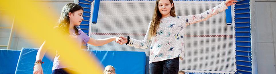 Bowling, Kegelspiel, Pins und Bowling-Set - Einfach mal alles abräumen. Bowling bei Kübler Sport - mit uns räumen Sie alle Neune ab!