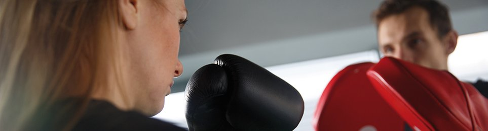 Hochwertige Anzeigetafeln und Signal-Glocken für den Kampfsport Ringen. Einfach & sicher online bestellen.